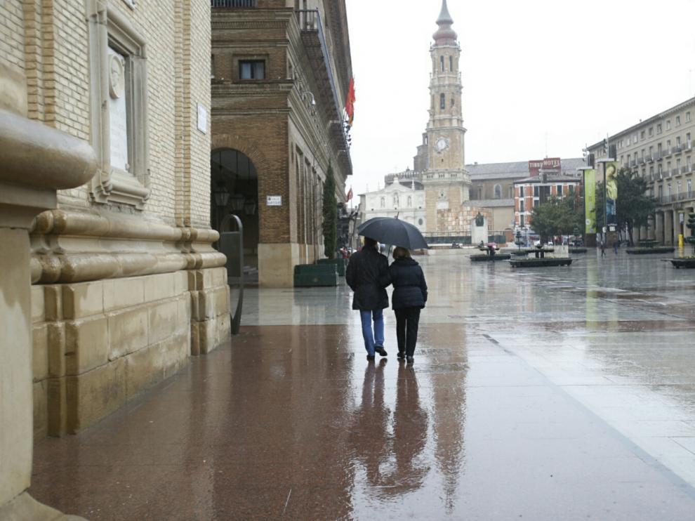 Foto de archivo de un día lluvioso en Zaragoza