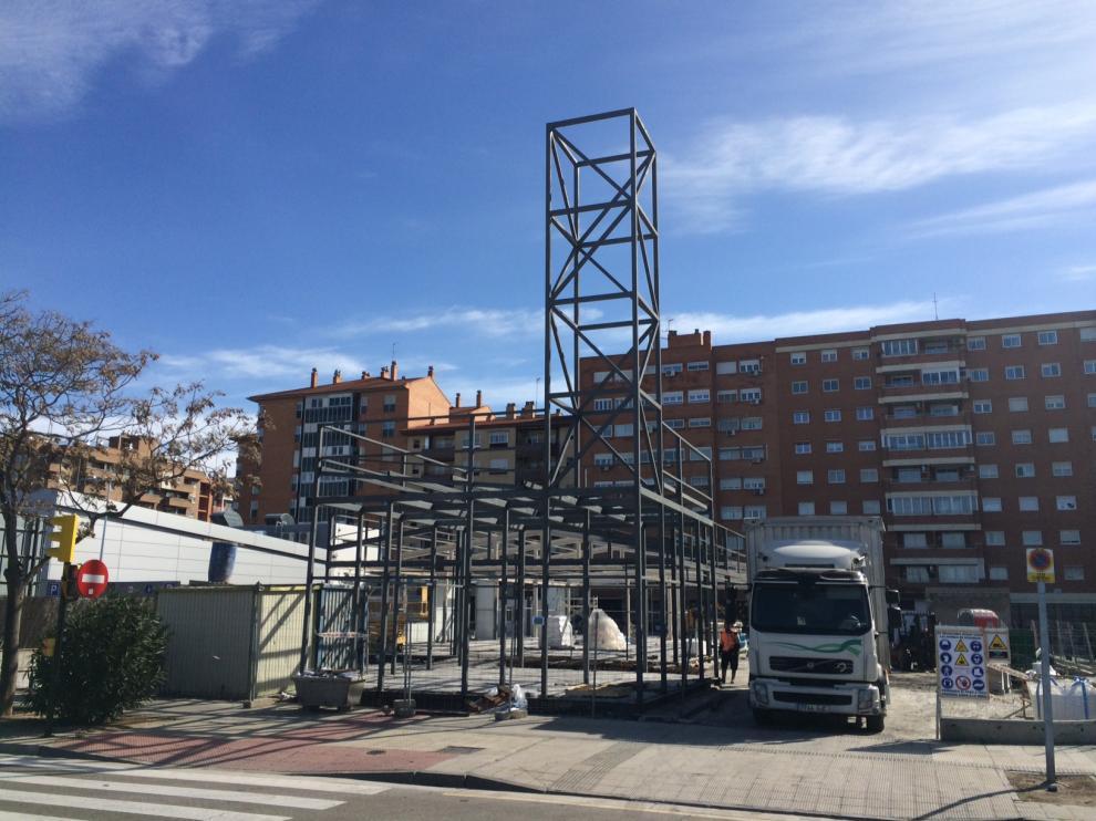 Obras de construcción del nuevo McDonald's, en el barrio de La Almozara de Zaragoza