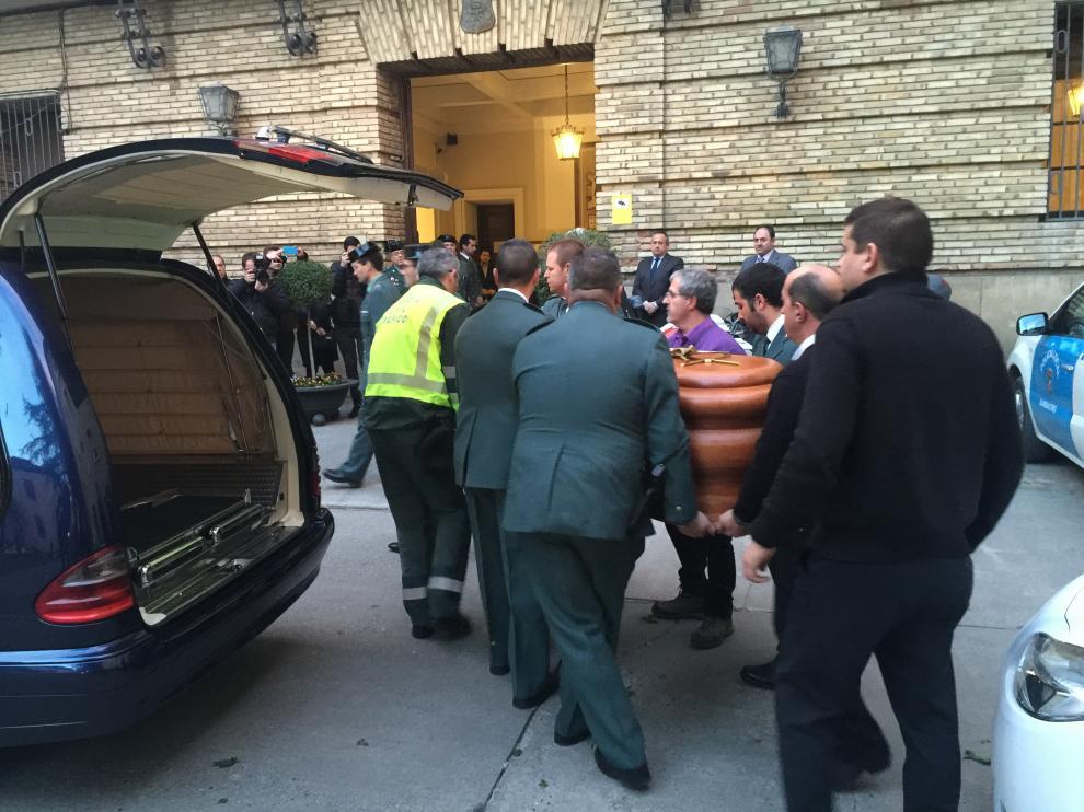 El féretro del guardia civil atropellado por un menor llega a la capilla ardiente
