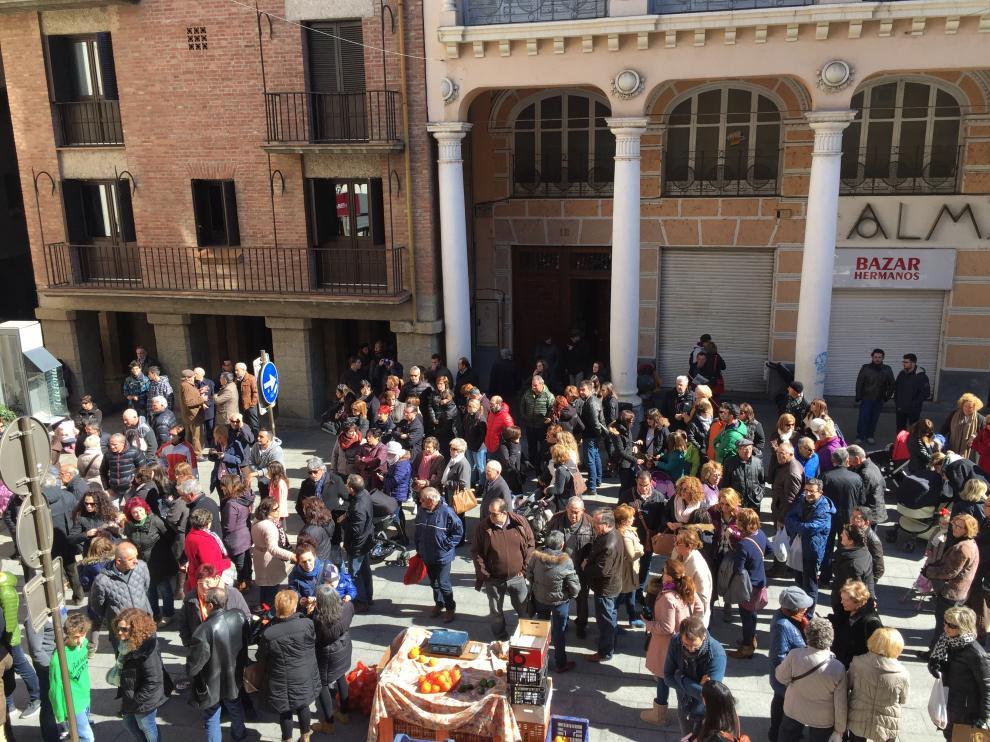 Concentración de condena este sábado en la plaza del Mercado de Barbastro.