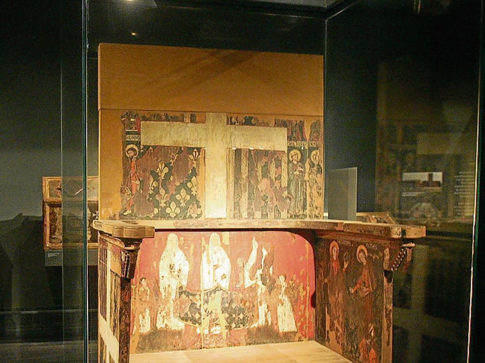 La silla prioral de Sijena, expuesta en Lérida.