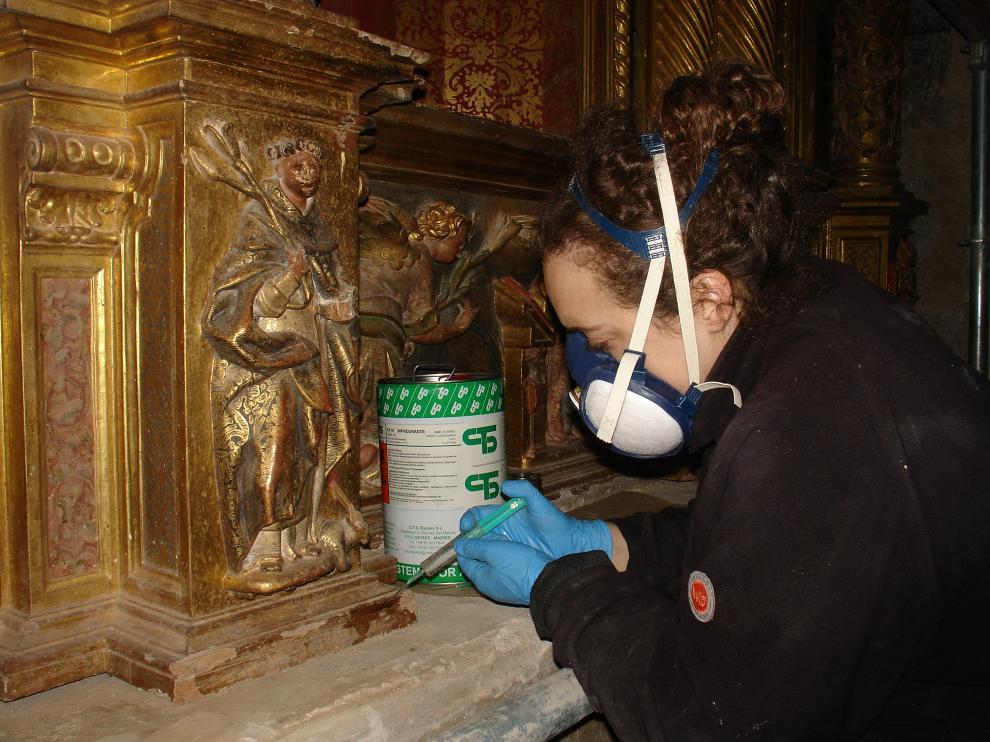 Restauración del retablo romanista de la Virgen del Rosario de Langa del Castillo