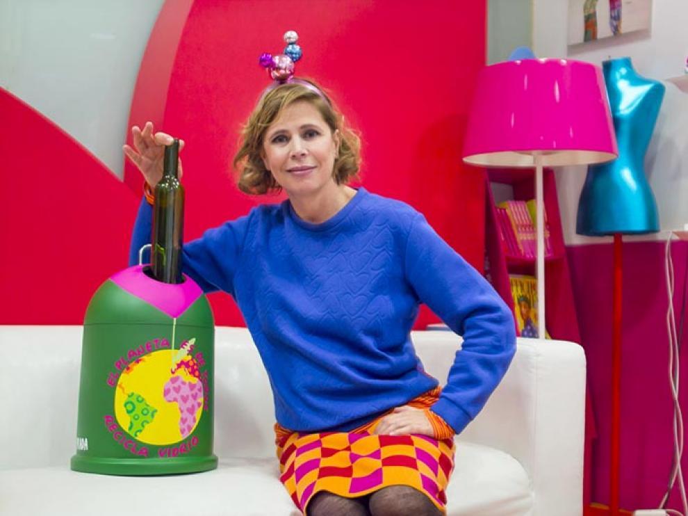 Ágatha Ruiz de la Prada viste los contenedores de vidrio