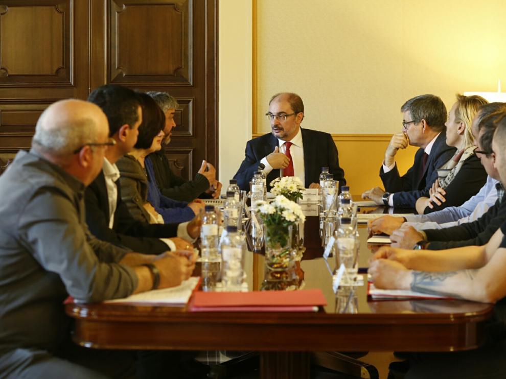Reunión de Lambán con representantes de la mesa en defensa del sector minero-eléctrico de Andorra y comarca.