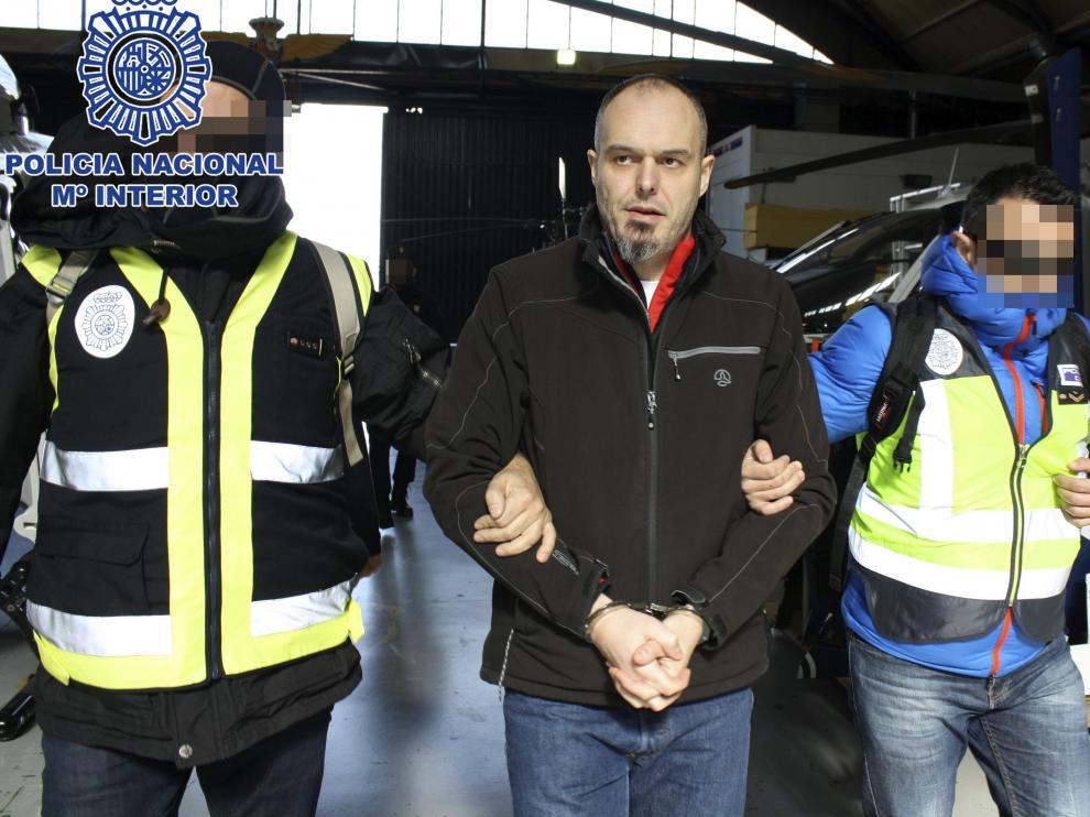 Traslado a España del etarra Miguel Carrera Sarobe