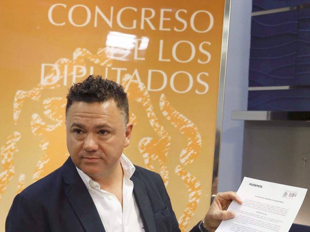 El diputado de Podemos, Juan Antonio Delgado, durante la presentación de la proposición no de ley
