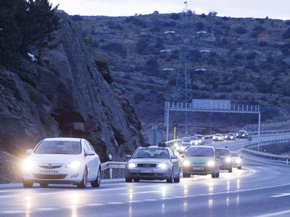 Tráfico lento este domingo por la tarde en Monrepós.