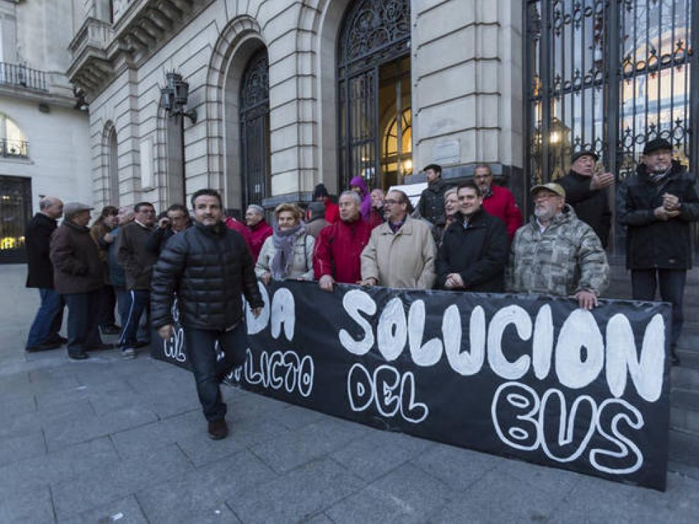 La Federación de Barrios de Zaragoza exige una rápida solución al conflicto del bus