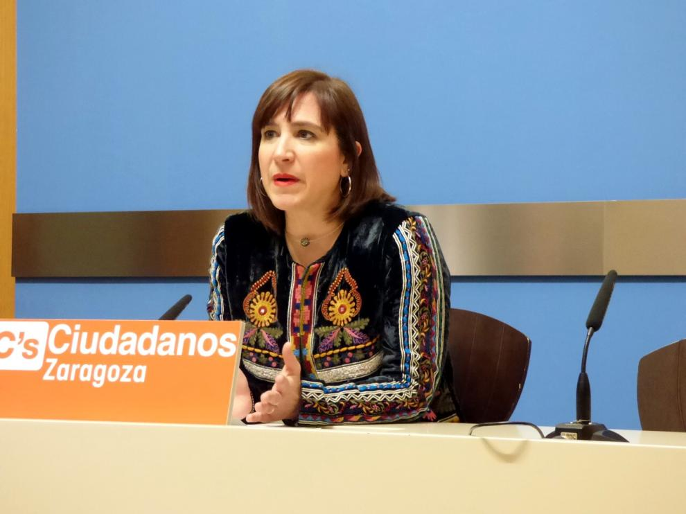 La portavoz del grupo municipal de Ciudadanos, Sara Fernández,  pide priorizar las necesidades de los zaragozanos.