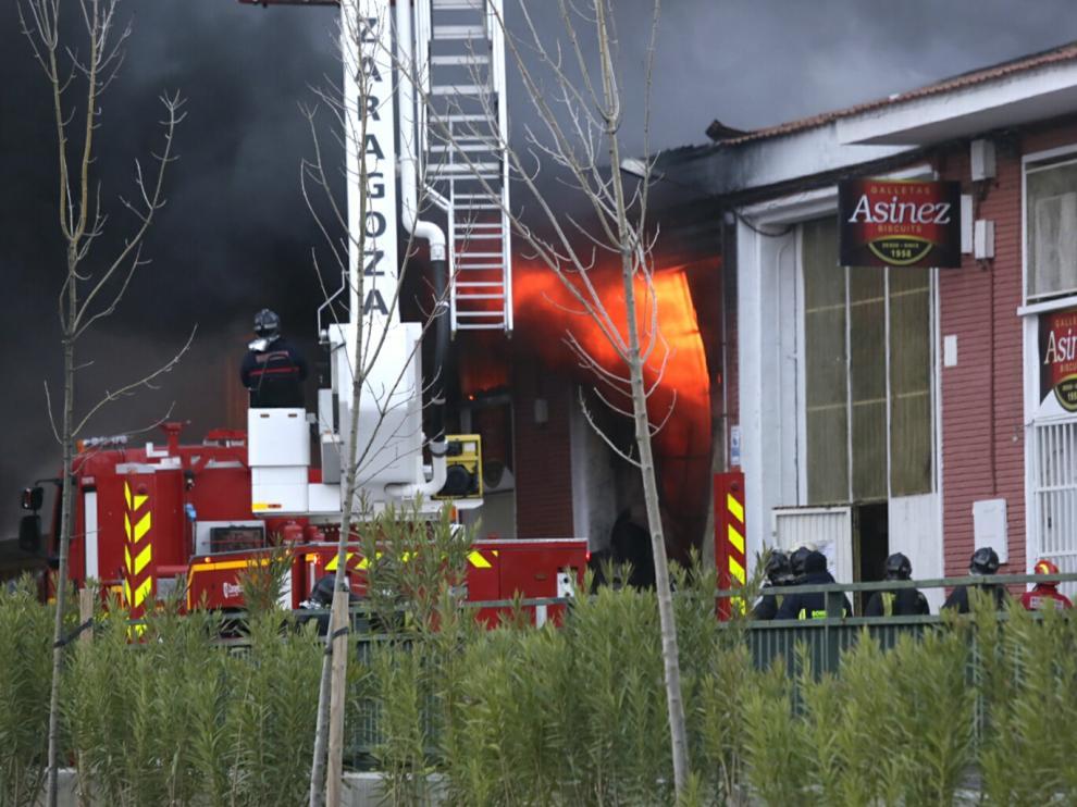 Incendio en una fábrica de Valdefierro