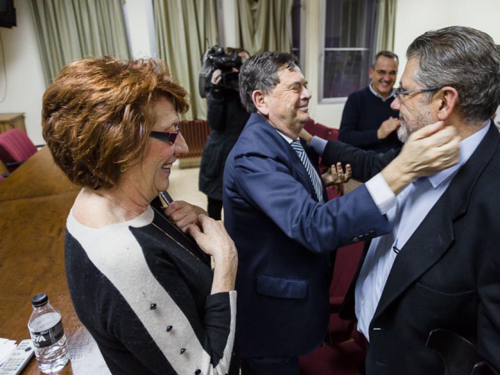 Manuel López felicita a Mayoral tras conocerse los resulados.