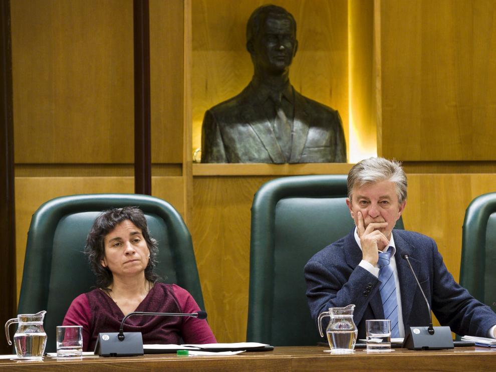 Luisa Broto y Pedro Santisteve durante un pleno en el Ayuntamiento de Zaragoza