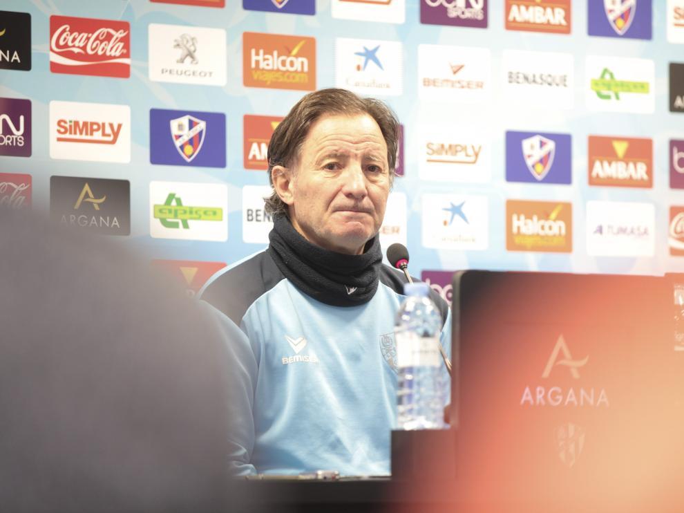 Anquela durante una comparecencia en la sala de prensa de El Alcoraz.