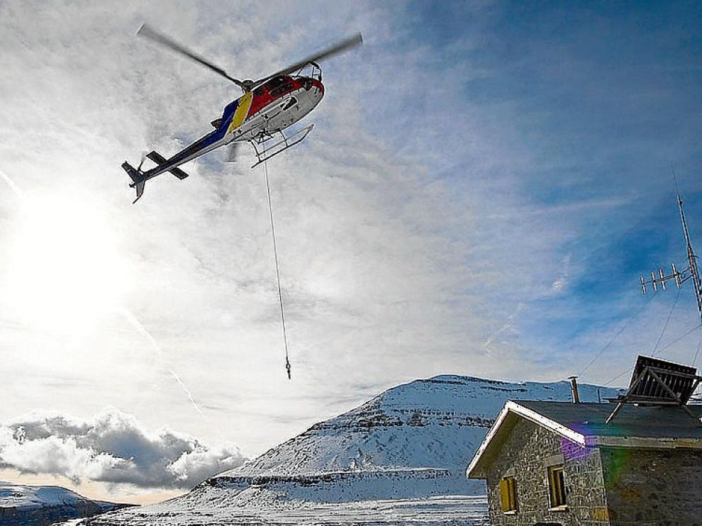Con helicóptero o con mulos hasta Góriz.
