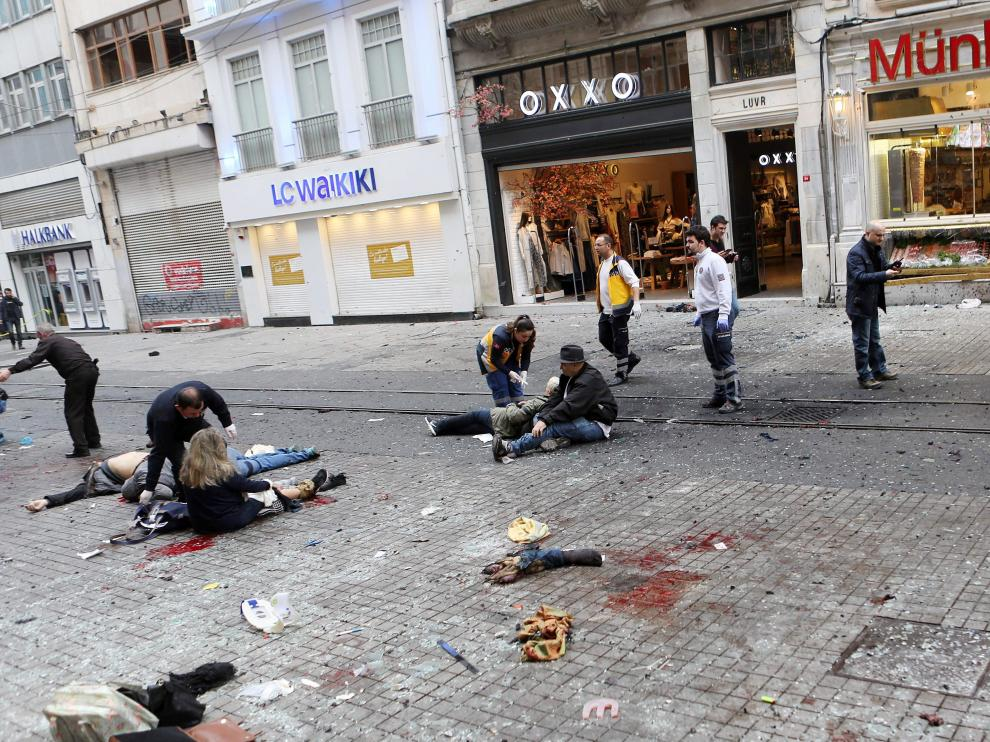 Una imagen del atentado suicida en el centro de Estambul, ocurrido este sábado.