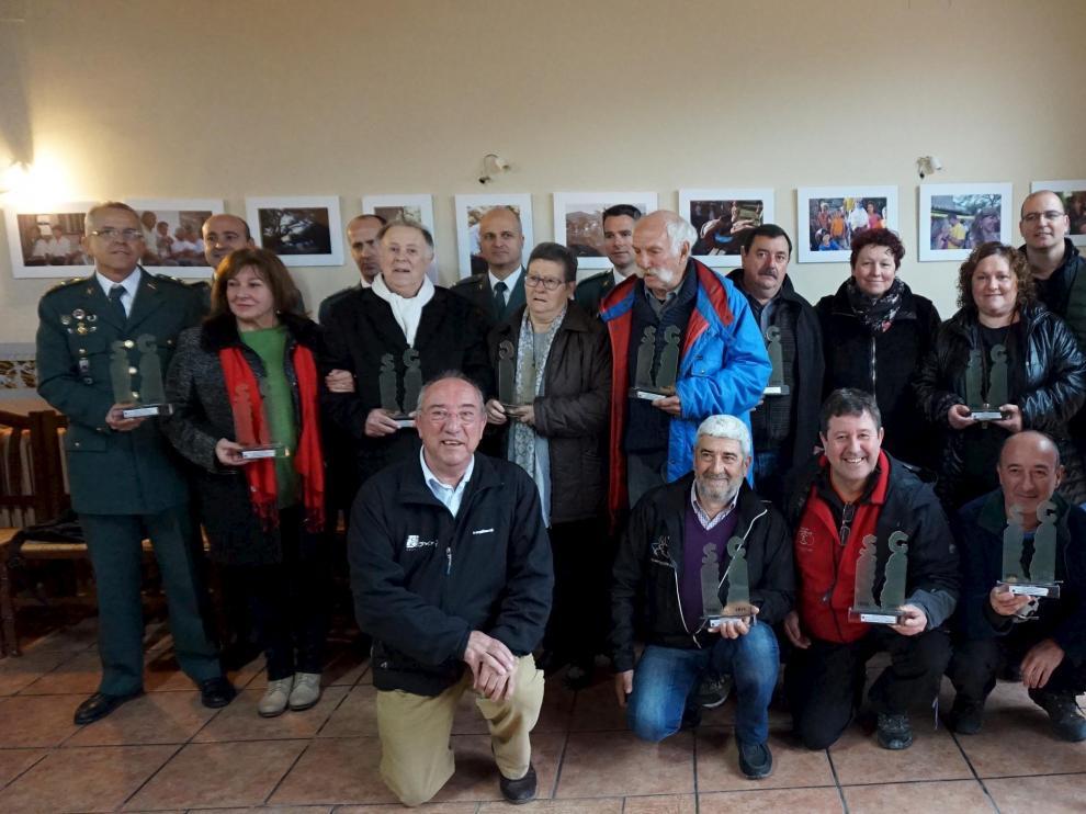El grupo de pioneros del turismo de la zona que fueron homenajeados en Rodellar.