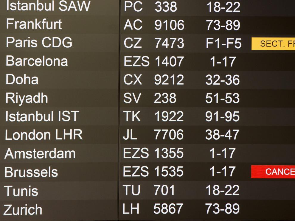 Imagen del aeropuerto de Ginebra (Suiza), en la que se muestra la cancelación de los vuelos a Bruselas.