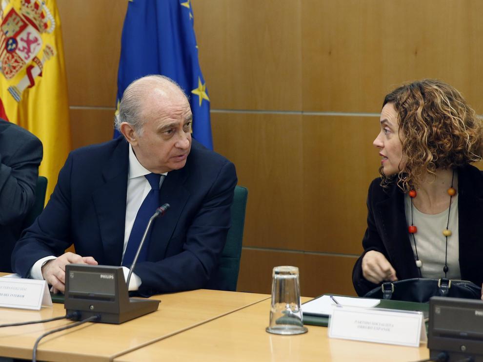 Jorge Fernández Díaz junto Meritxell Batet (PSOE) durante la reunión de la comisión del pacto antiyihadista.