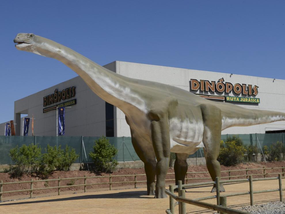 Una réplica del Turiasaurus, en Dinópolis.