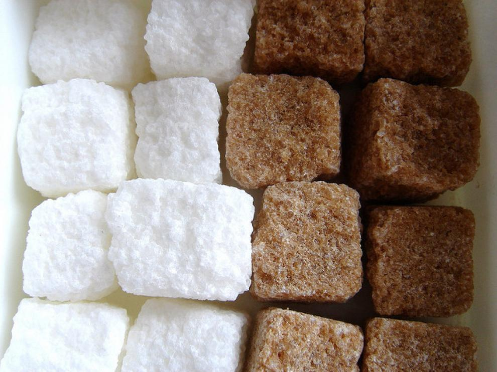 ¿Es más 'natural' el azúcar moreno?