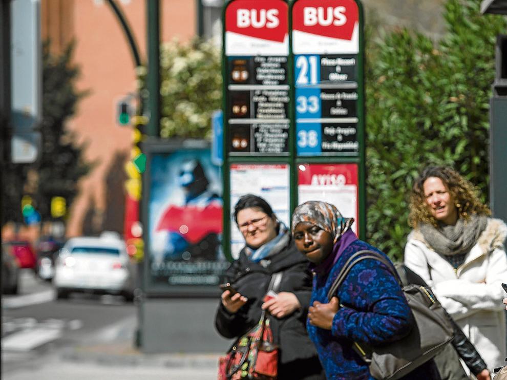 Una parada del bus en el paseo de Pamplona, ayer, cuando se cumplían 106 días ininterrumpidos de huelga.