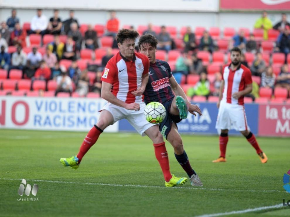 Un momento del SD Huesca-Bilbao Athletic.