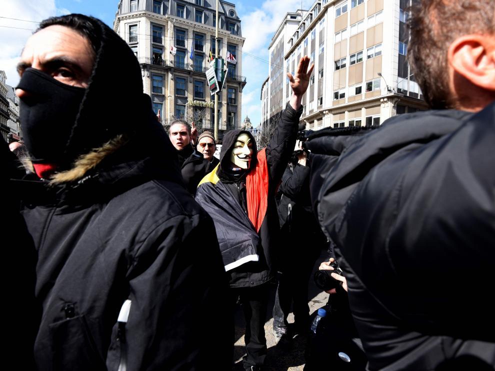 Radicales interrumpen una concentración pacífica por los fallecidos en los atentados de Bruselas