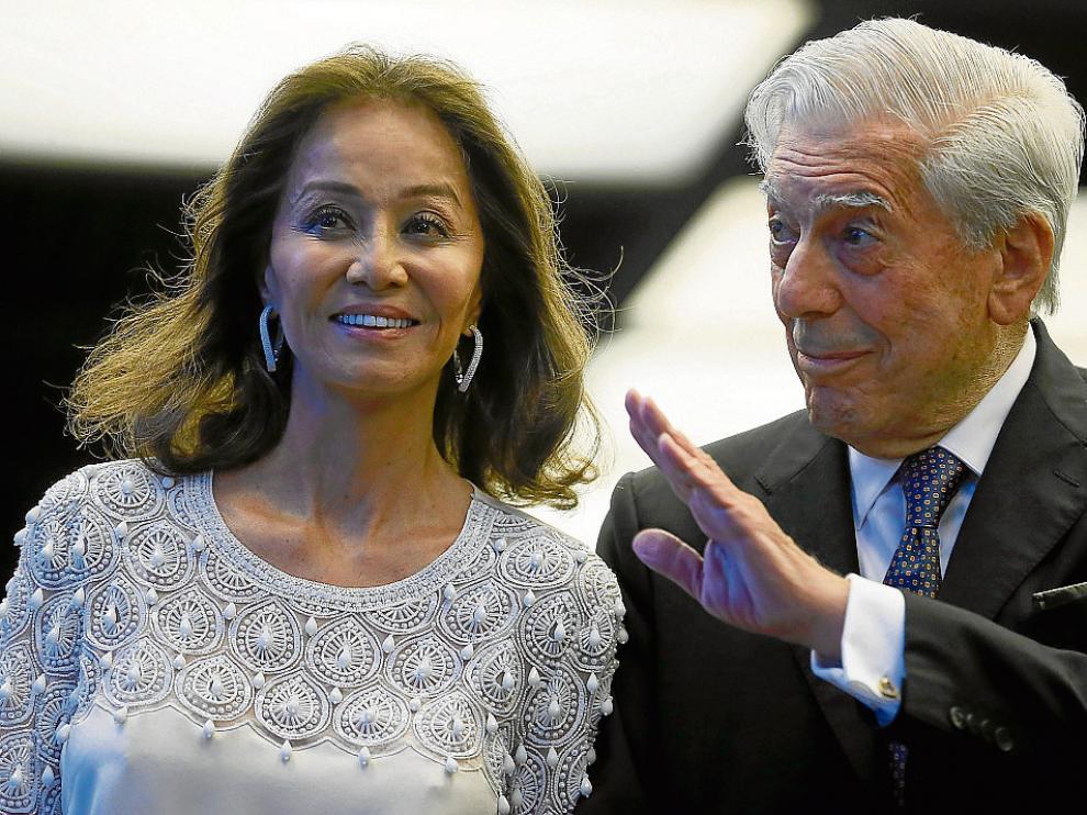 Mario Vargas Llosa junto a su actual pareja Isabel Preysler.