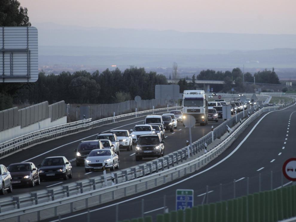 Retenciones y tráfico lento en las carreteras aragonesas durante la Semana Santa de 2017.