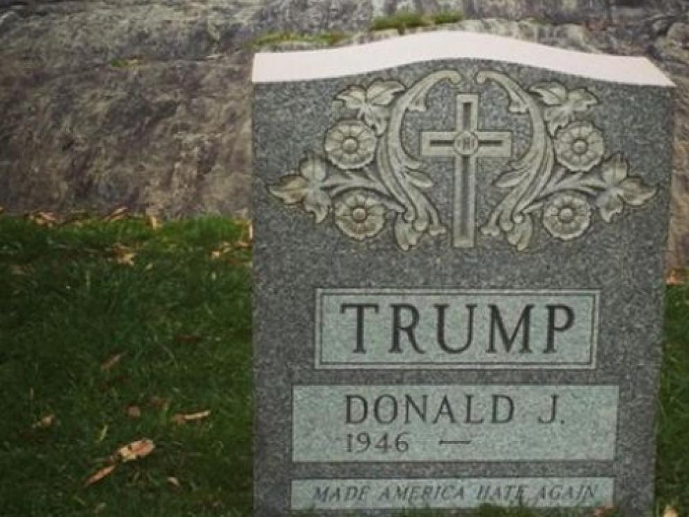 Lápida de Donald Trump hallada en Nueva York.