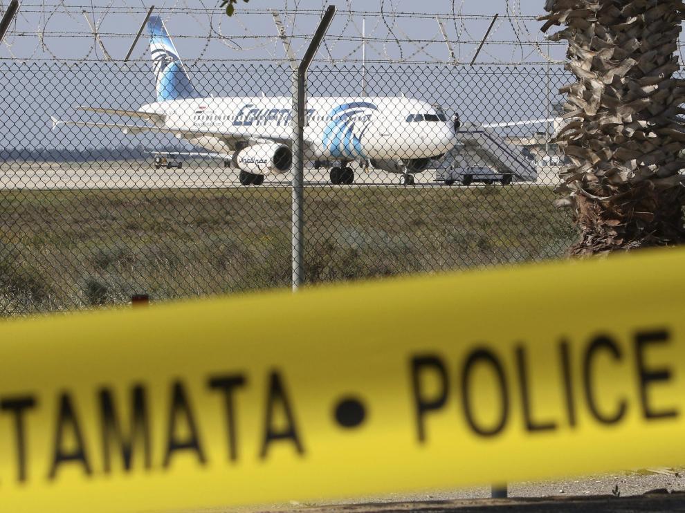 El secuestrador se llama Ibrahim Samaha y abandonó Chipre en 1994.