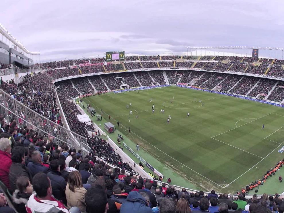 Imagen del Martínez Valero, prácticamente lleno, el año pasado durante el partido Elche-Atlético de Madrid en Primera División.