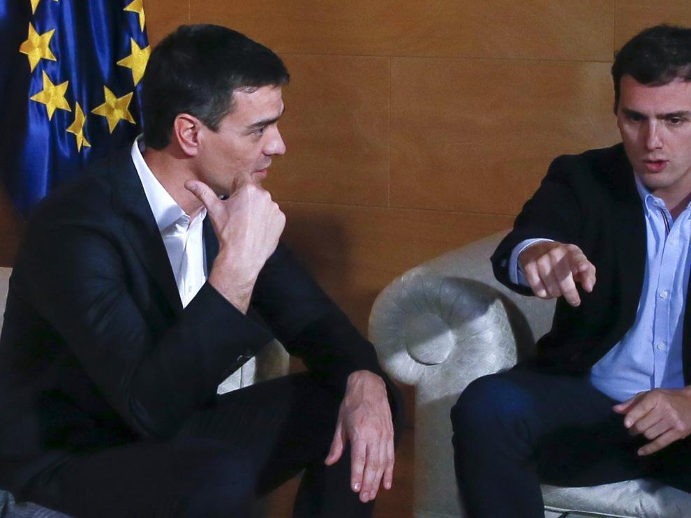 Reunión entre Sánchez y Rivera este martes.