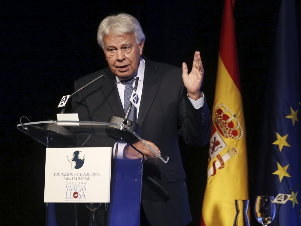 """Felipe González durante su conferencia """"España y América Latina: presente y futuro"""", en la primera jornada del Seminario 'Vargas Llosa: cultura, ideas y libertad'."""