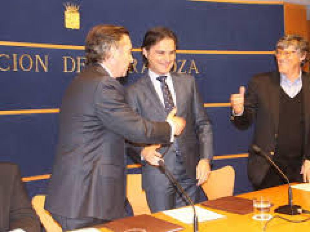 Simón Casas junto a Ignacio Lloret, tras firmar el contrato de gestión de La Misericordia.