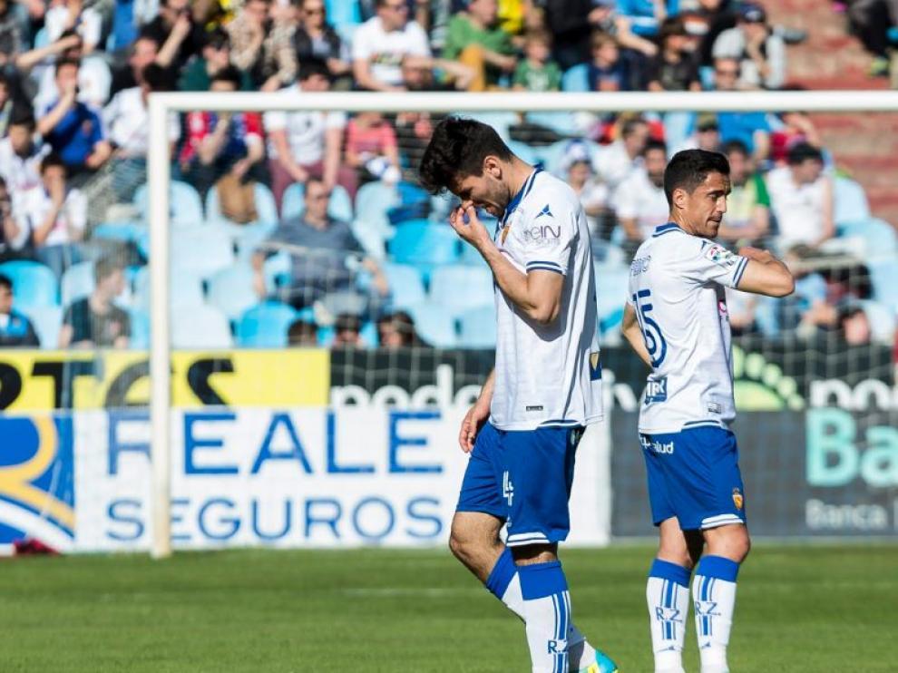 Momento en el que Cabrera, apesadumbrado, se marcha del campo expulsado el pasado domingo ante el Girona.