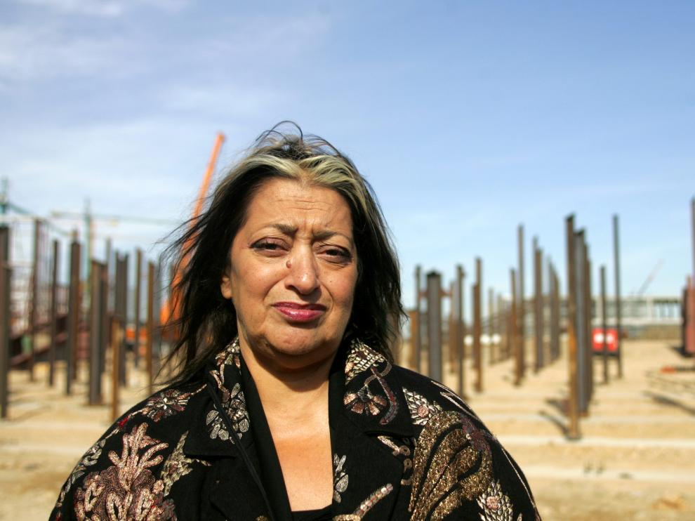 Fallece Zaha Hadid, diseñadora del Pabellón Puente de ZaragozaZaha Hadid, en su visita a las obras del Pabellón Puente de Zaragoza