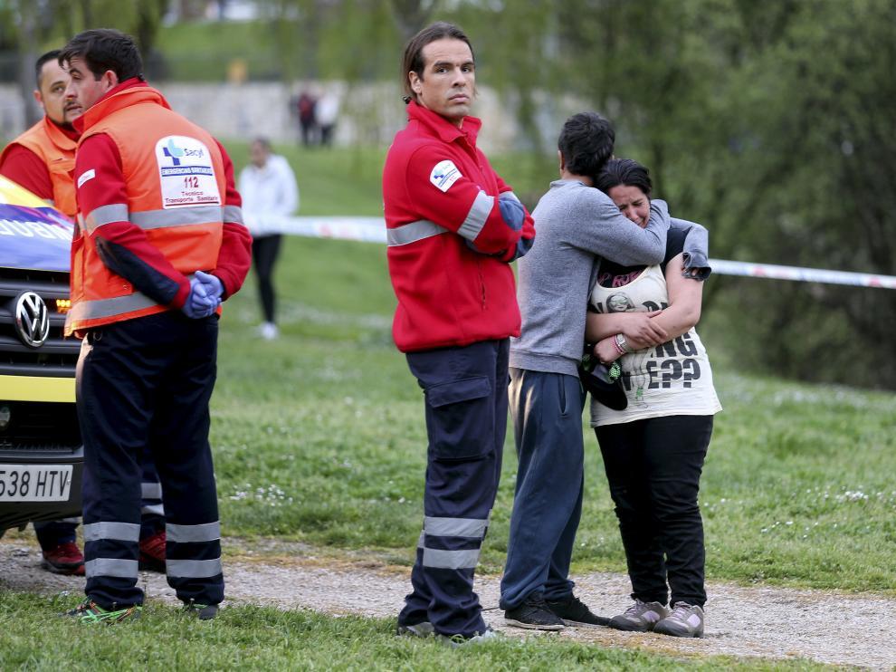 En su auxilió acudió su hermano, de 17 años, quien pudo ser rescatado del río.