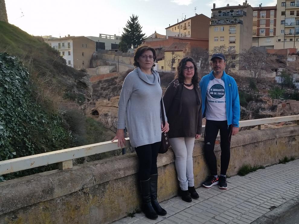 Los concejales de Ganar Teruel visitan el puente de la Reina.