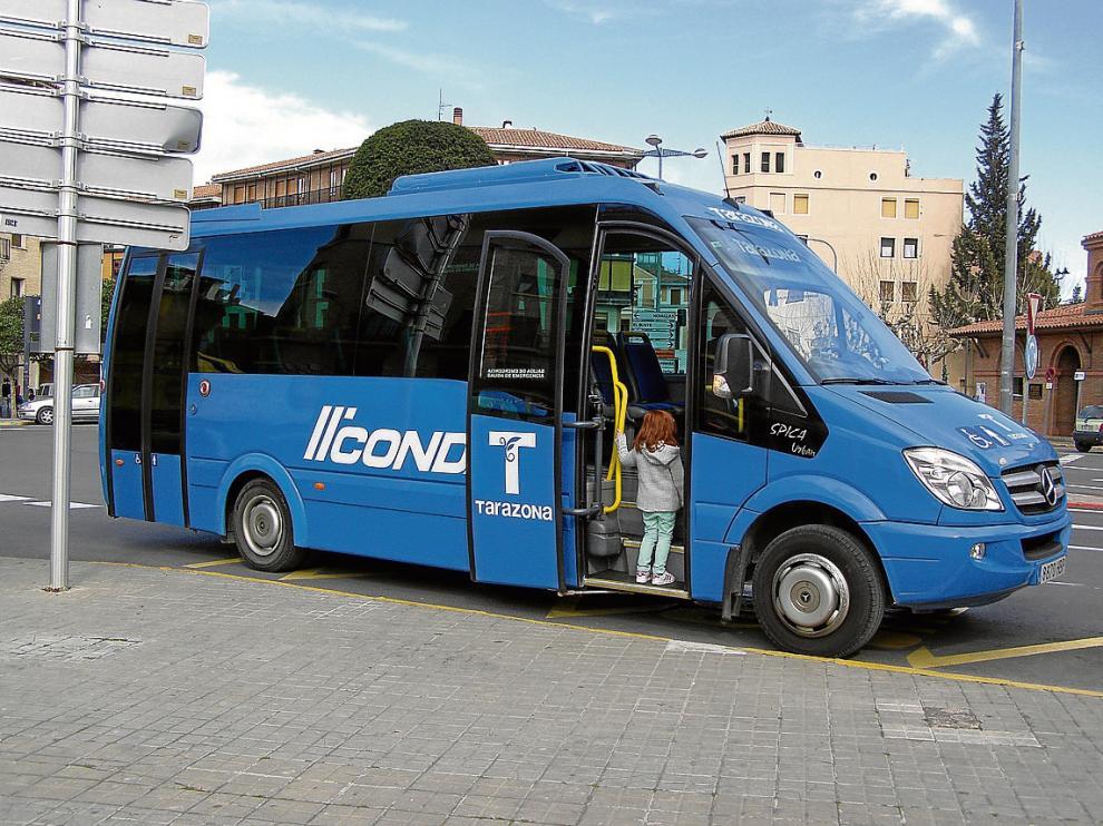 El autobús urbano de la localidad turiasonense, ayer en una de sus paradas.