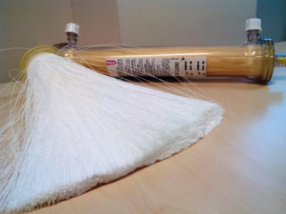 Cada módulo de membrana está formado por miles de fibras huecas de polímero del espesor de tres cabellos que actúan como filtros individuales.
