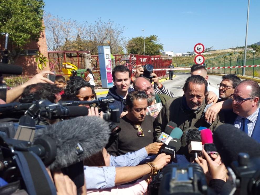 Julián Muñoz a su salida de la cárcel de Alhaurín de la Torre por un permiso de fin de semana.