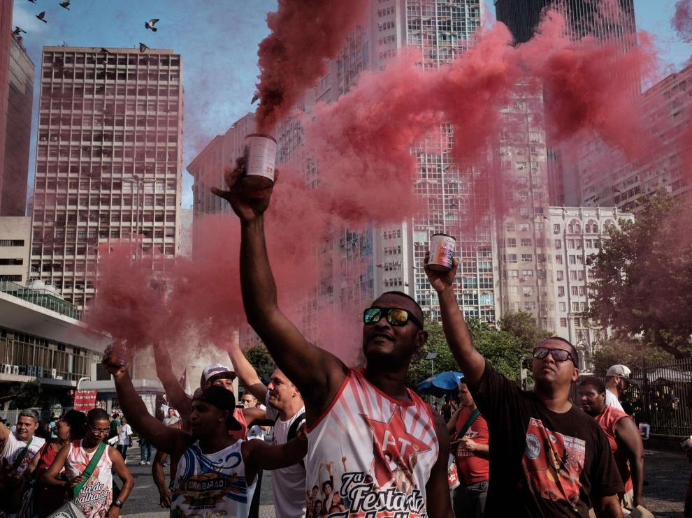 Río de Janeiro defiende en las calles a Dilma.