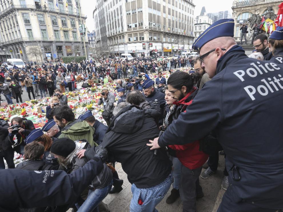 Según la cadena de televisión pública RTBF, cinco militantes de extrema derecha han sido detenidos.