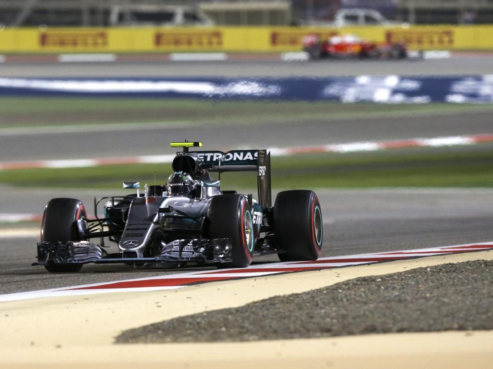 Rosberg se impone en Baréin