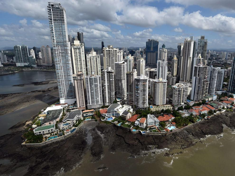 Los  'papeles de Panamá', que revelan el nombre de numerosos empresarios, políticos y deportistas, algunos de ellos españoles, que a través del despacho de abogados panameño Mossack Fonseca habrían abierto cuentas en paraísos fiscales