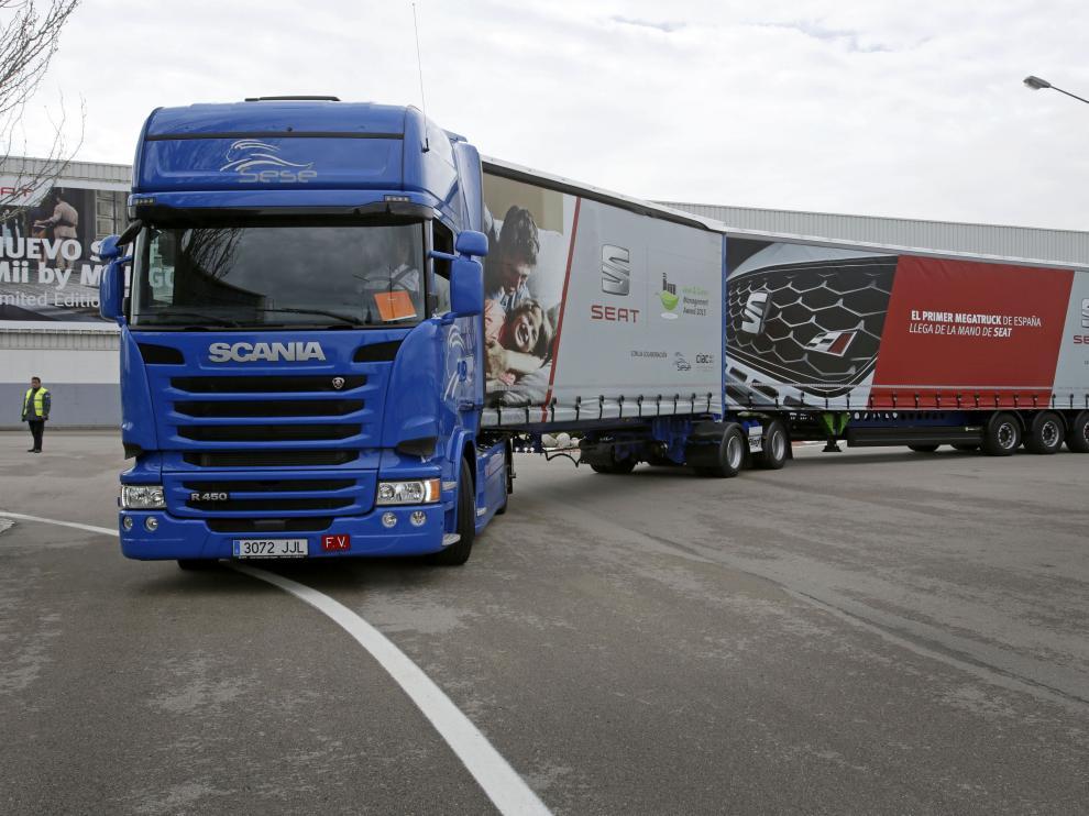 Un megatruck realiza el primer trayecto en carretera en España.