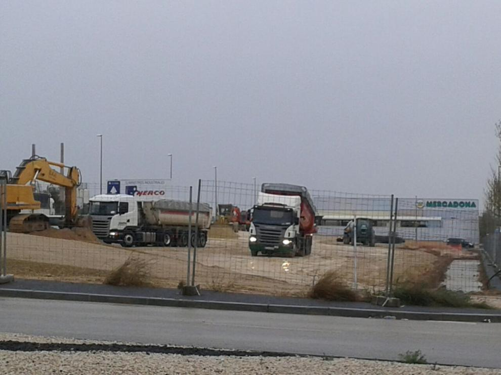 Obras de construcción del nuevo supermercado Lidl en Cuarte de Huerva, junto al Mercadona.