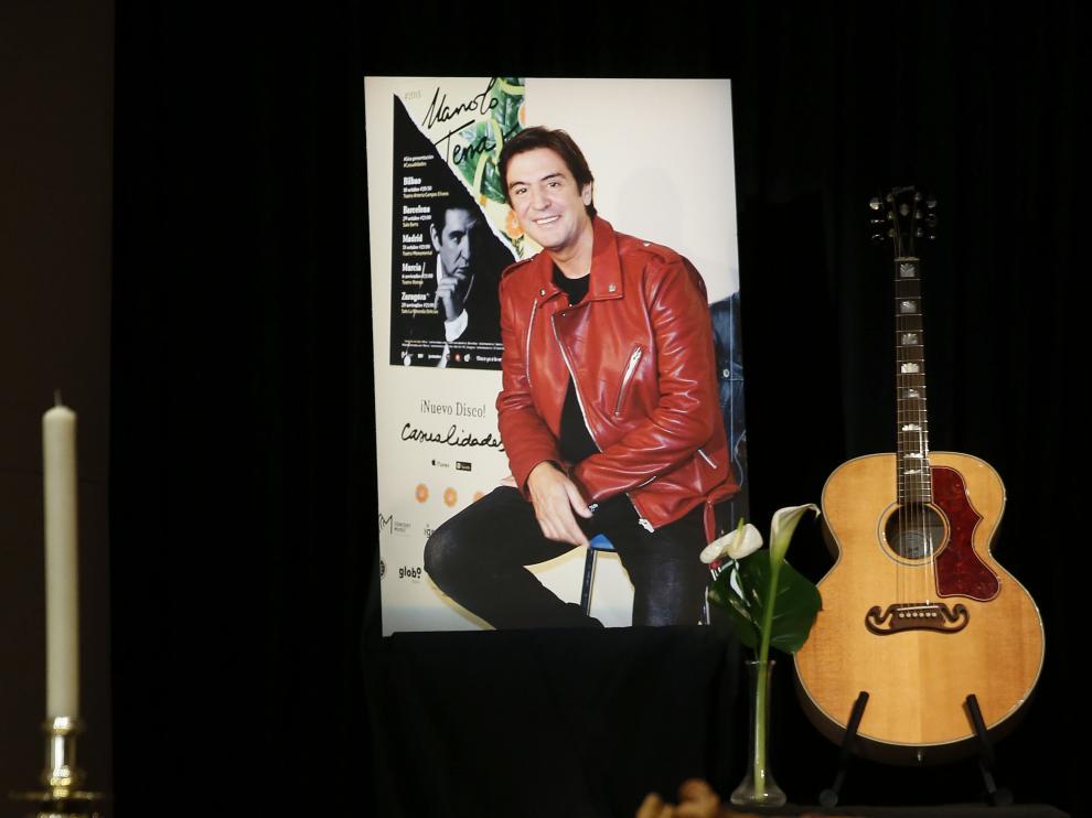 Capilla ardiente del cantante Manolo Tena.