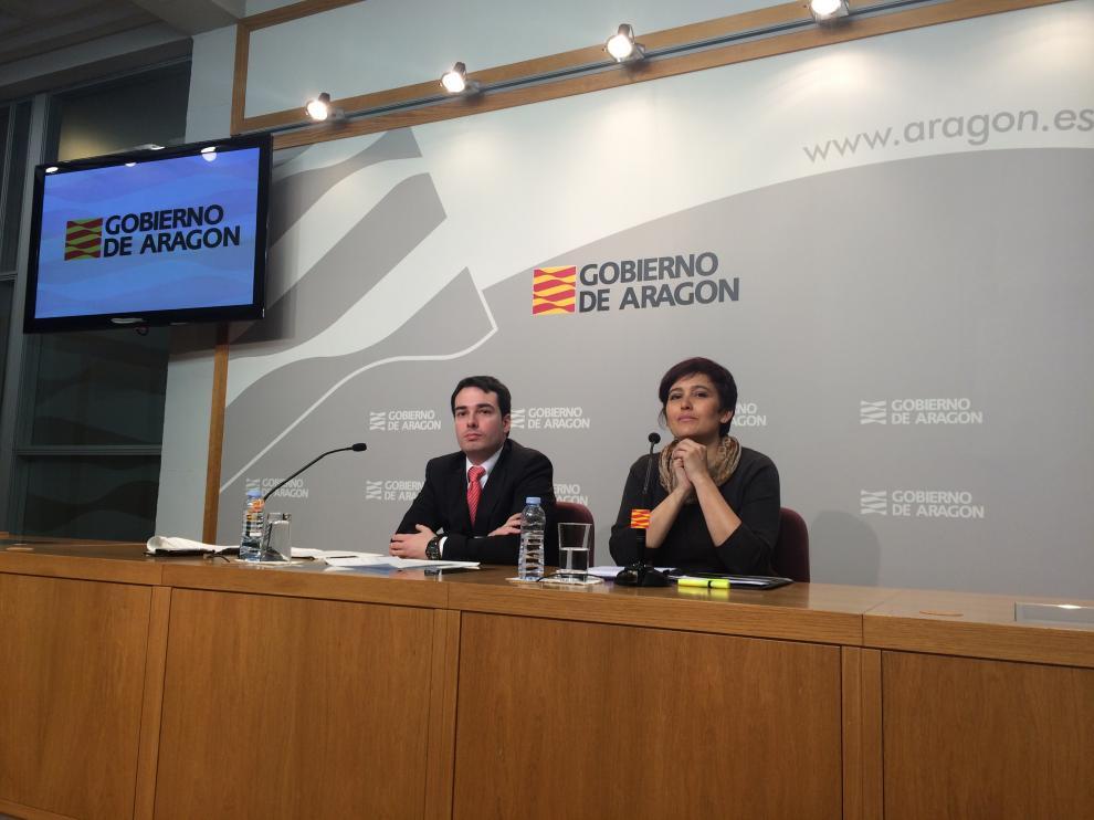 Ricardo Almalé, director general de Planificación y Formación Profesional, e Isabel Casbas, directora del Servicio Provincial de Zaragoza.